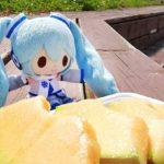 雪ミクちゃんは釧路で夕張メロンを食べました